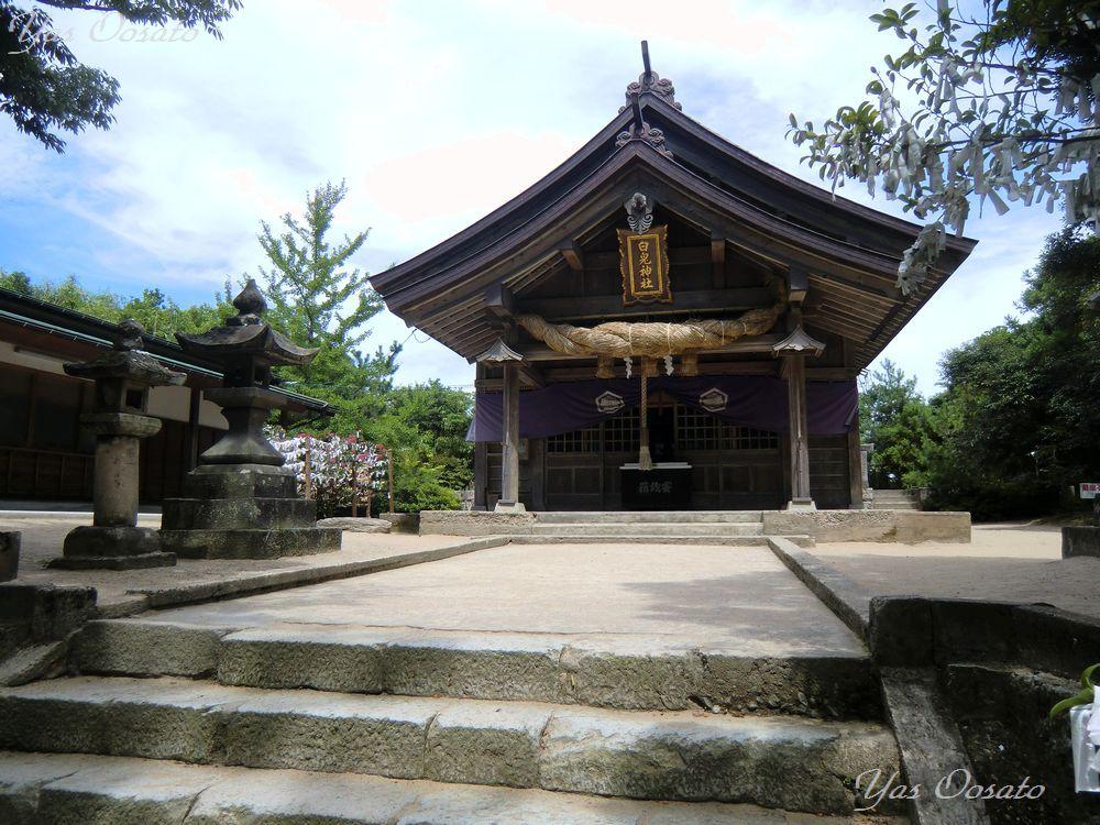 珍しい本殿の菊座石とお守り
