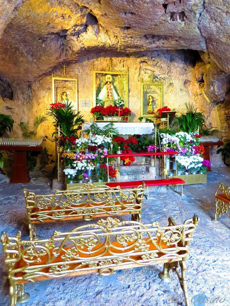 洞窟の教会も必見