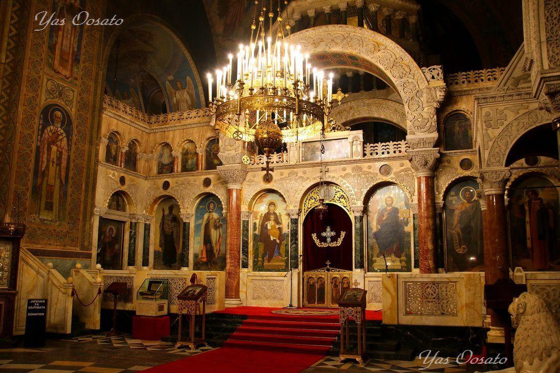 荘厳、厳粛な教会内部