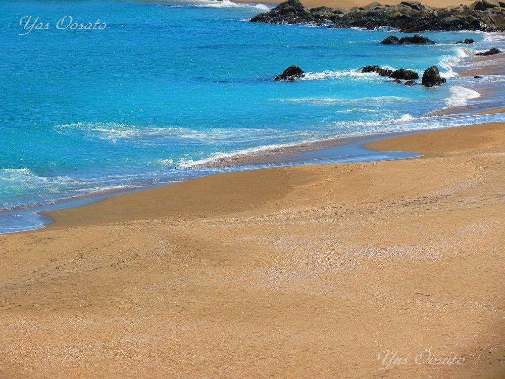 真っ青な海と白い砂浜のパノラマ