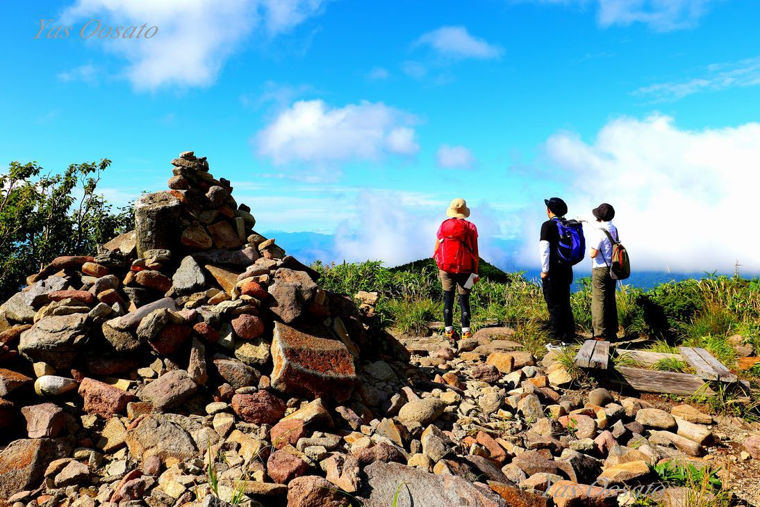 奇岩「冠岩」と石森の絶景