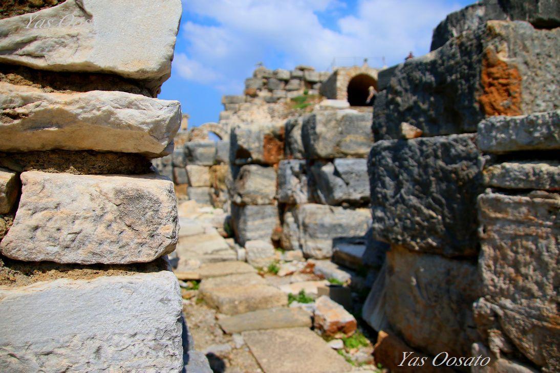 エフェソスの歴史、オデオン、印象深いメミウスの碑