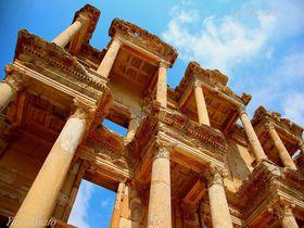 クレオパトラも歩いたトルコ世界遺産・エフェソス古代都市遺跡で女神や図書館巡り