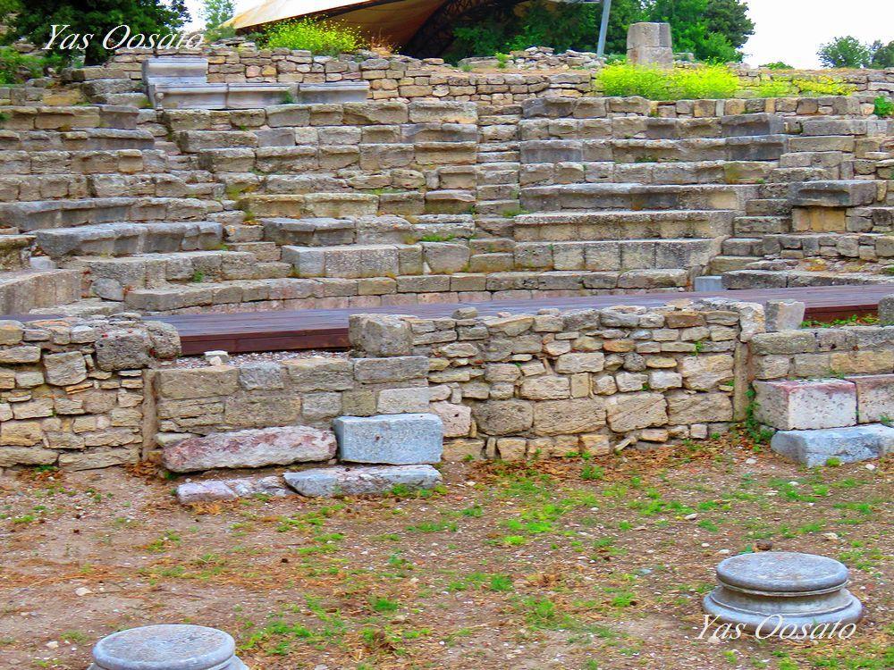 発掘中の遺跡や劇場跡