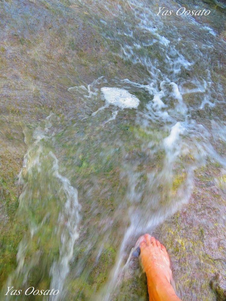 カムイワッカ湯の滝の中で