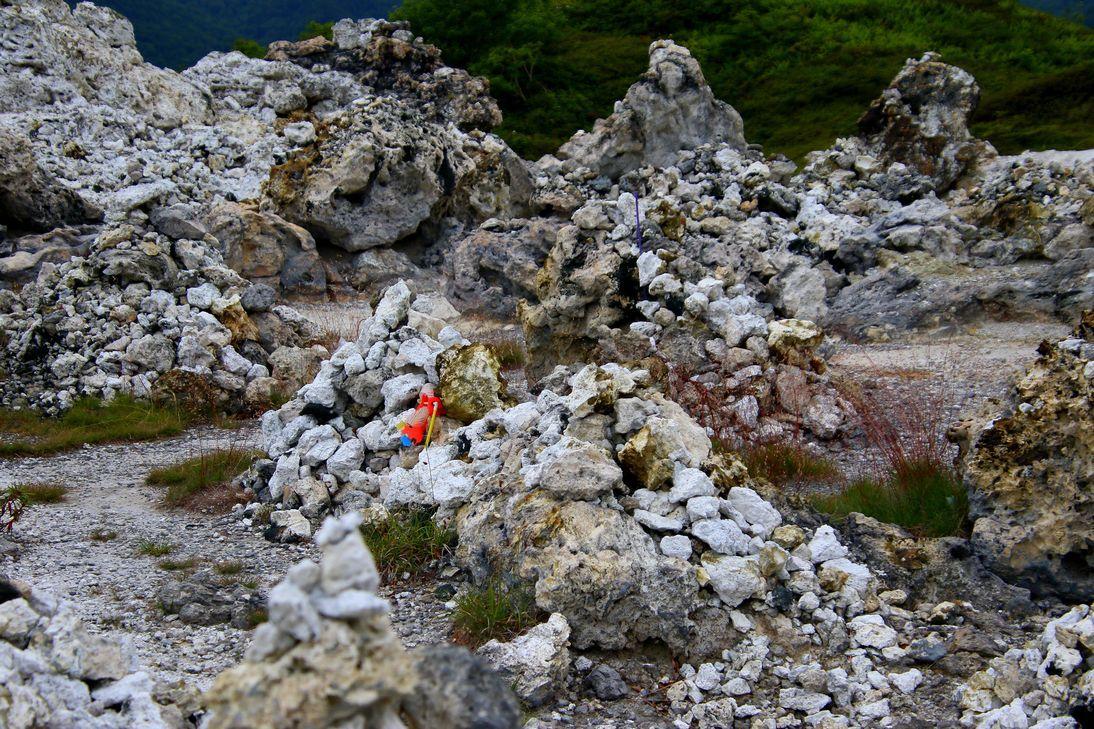 円仁(慈覚大師)開山の恐山は、岩肌がむき出しで硫黄臭の世界