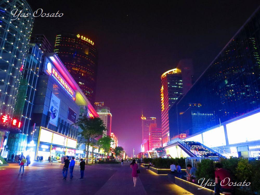 世界最大の電気街 中国深セン華強北路で圧巻のライトアップ観光