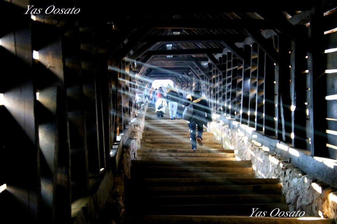 山上教会に続く木製階段