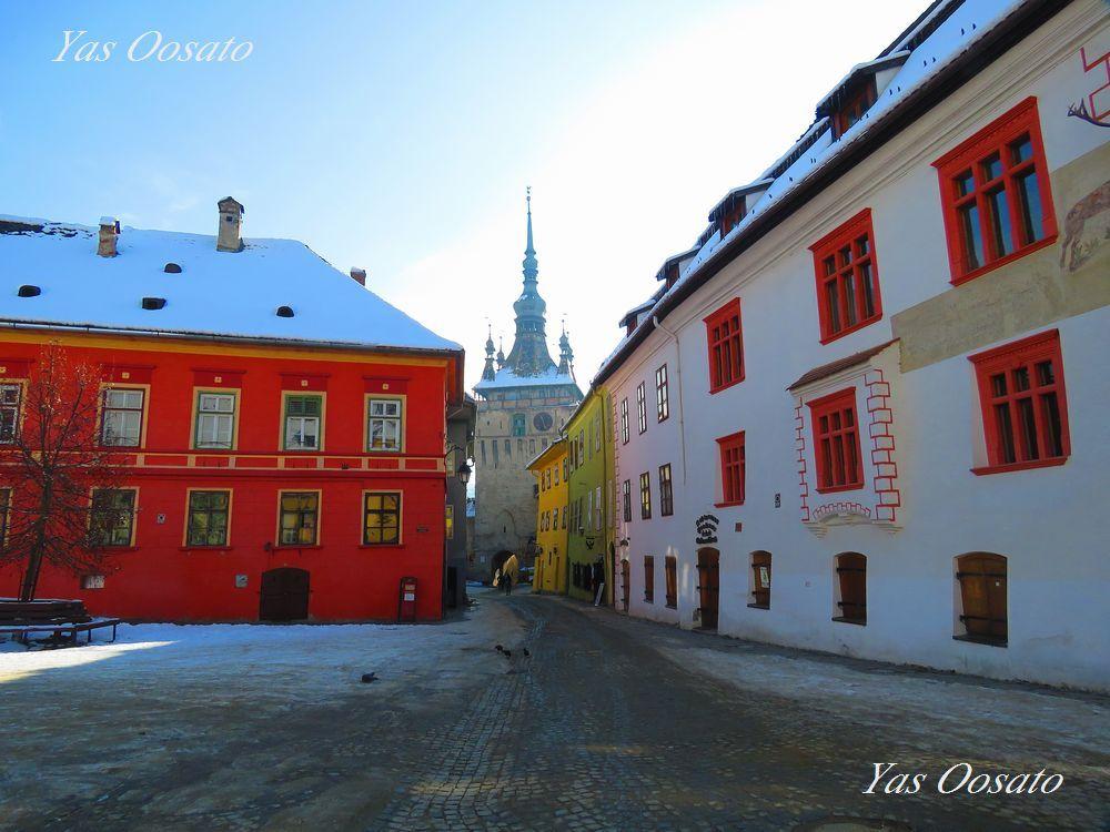 歴史とカラフルさの美しい町並み
