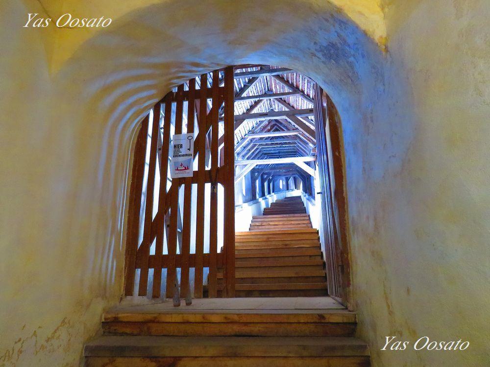 白く美しい階段