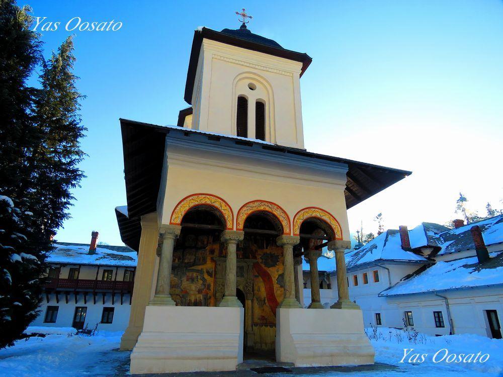 大教会から門をくぐり古い教会へ