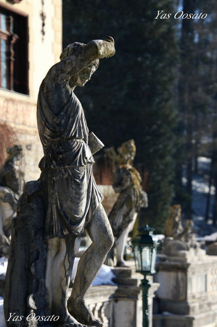 見事な彫刻の数々
