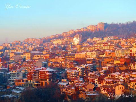 ブルガリアの歴史都市が朝も夜も美しい