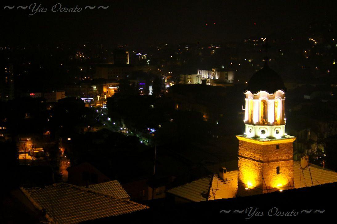 夜の聖ニコラ教会の光
