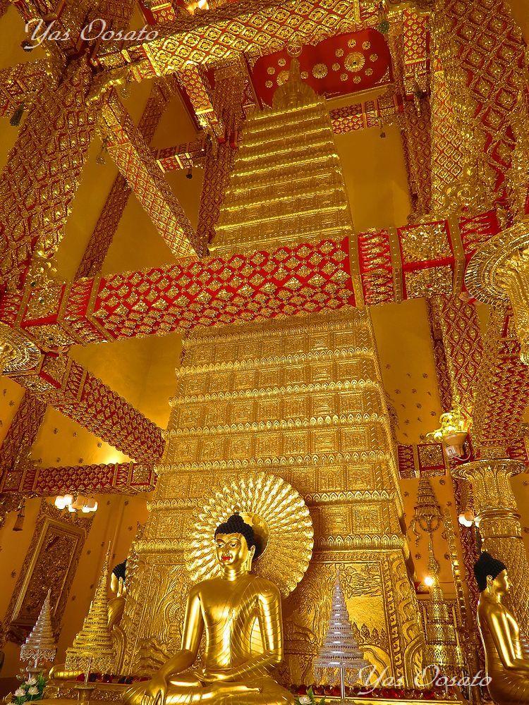 大迫力の白き仏塔ワット・プラタート・ノン・ブア
