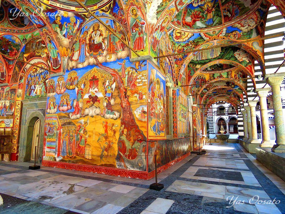 ブルガリアの世界遺産「リラ修道院」で必見の絶景とフレスコ画