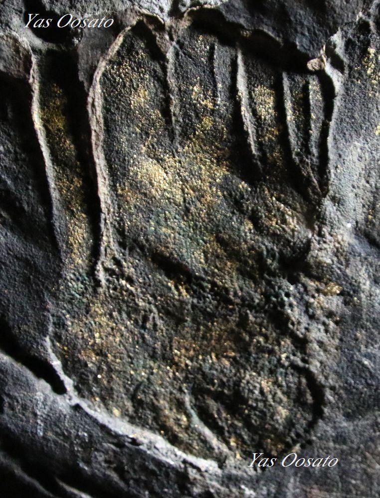 裏山の奥にある涅槃仏