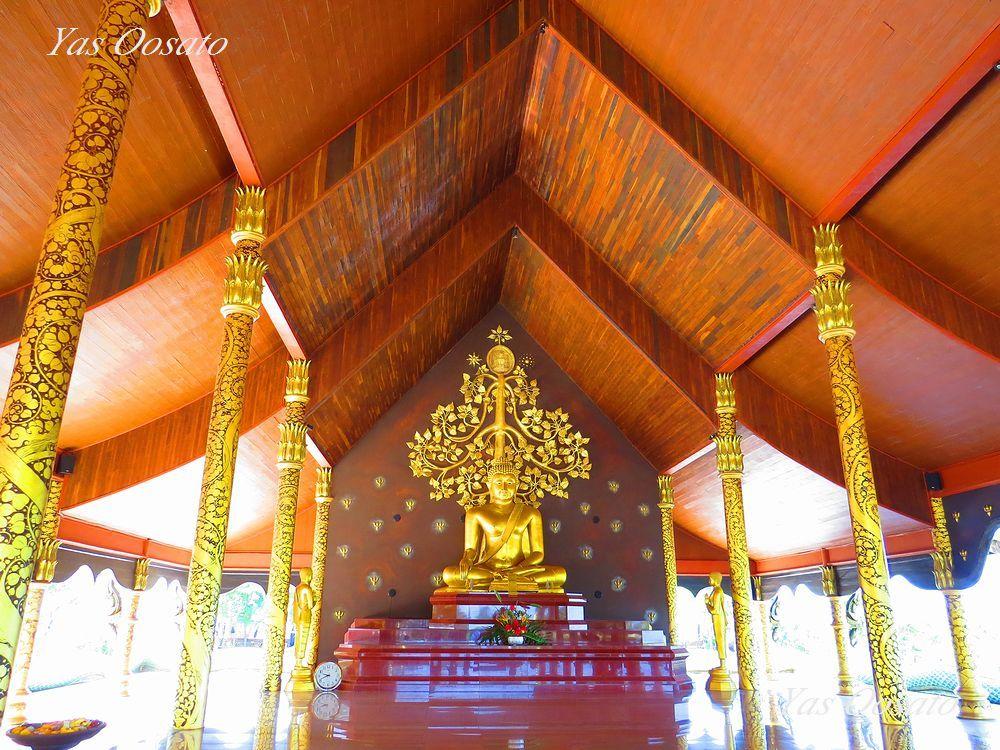 寺院の本堂内部