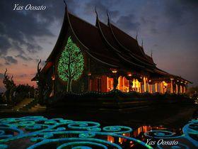 タイのあまりに幻想的寺院・ワットシリントーンワララームの世界