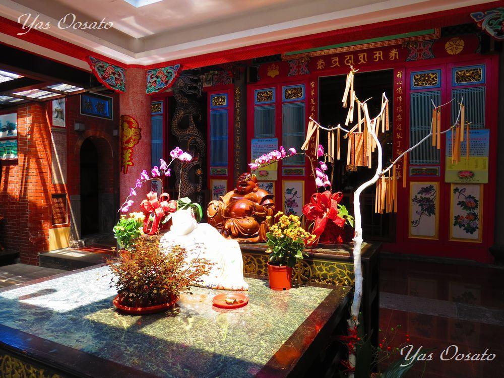 東和禅寺正面の布袋尊