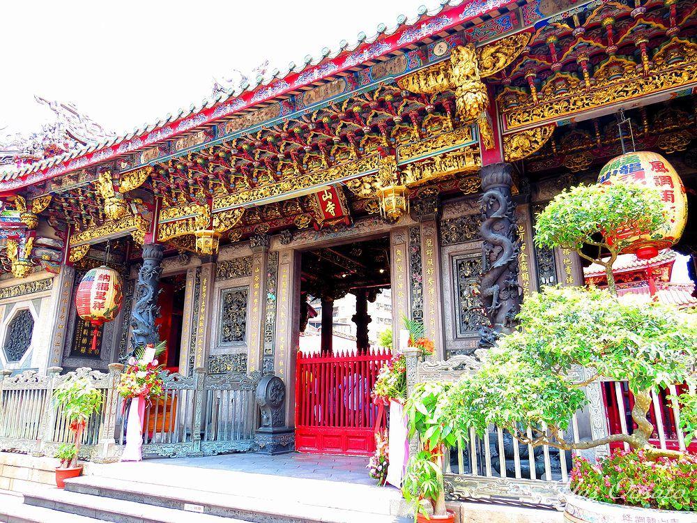 台北最古「龍山寺」の魅力
