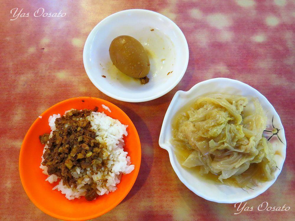 華西街観光夜市で食べる煮キャベツ、煮玉子