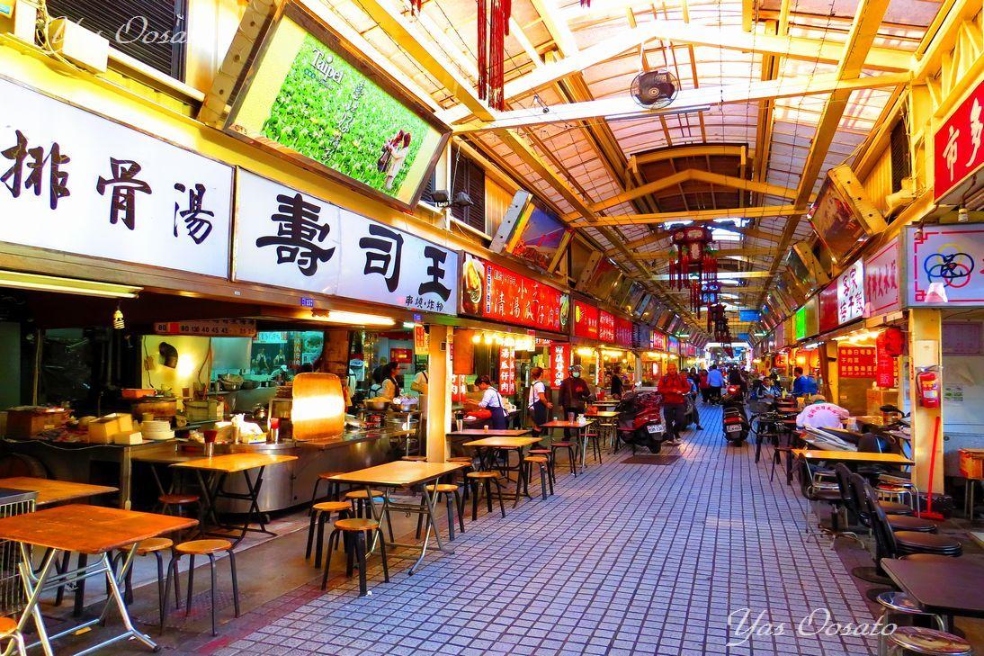 「華西街観光夜市」は台湾グルメの宝庫
