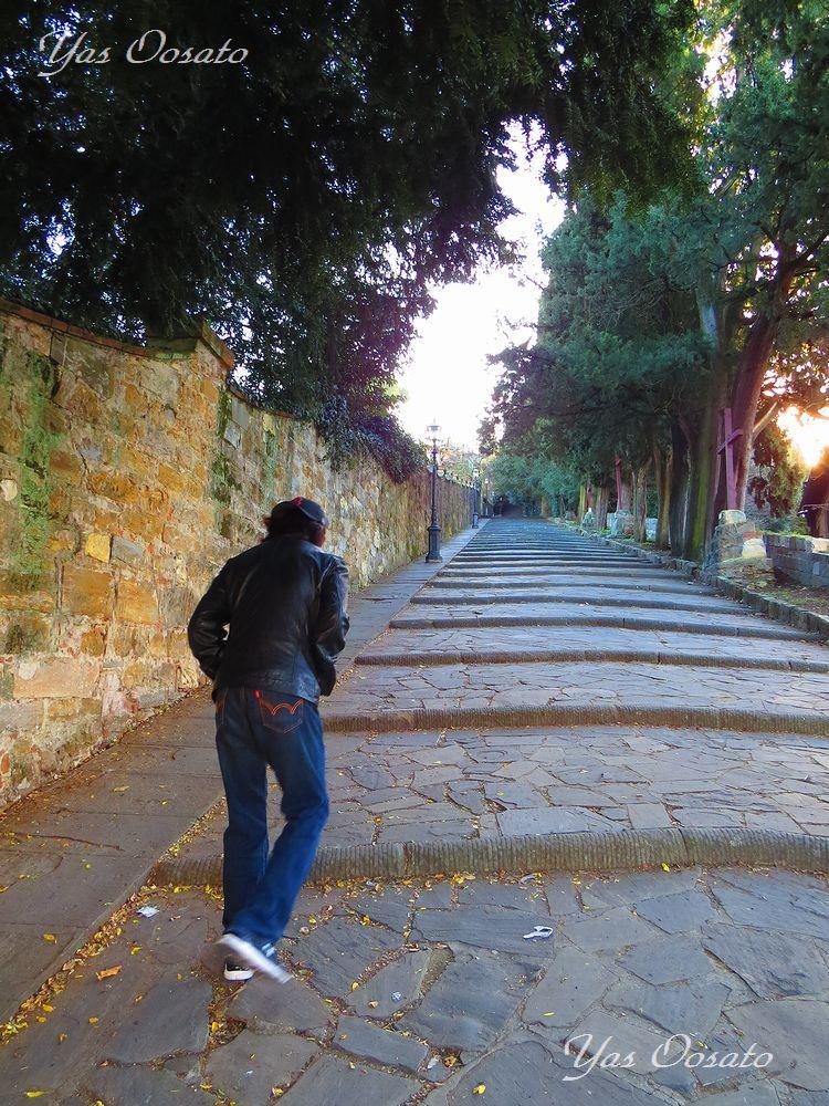絶景「ミケランジェロ広場」への坂道