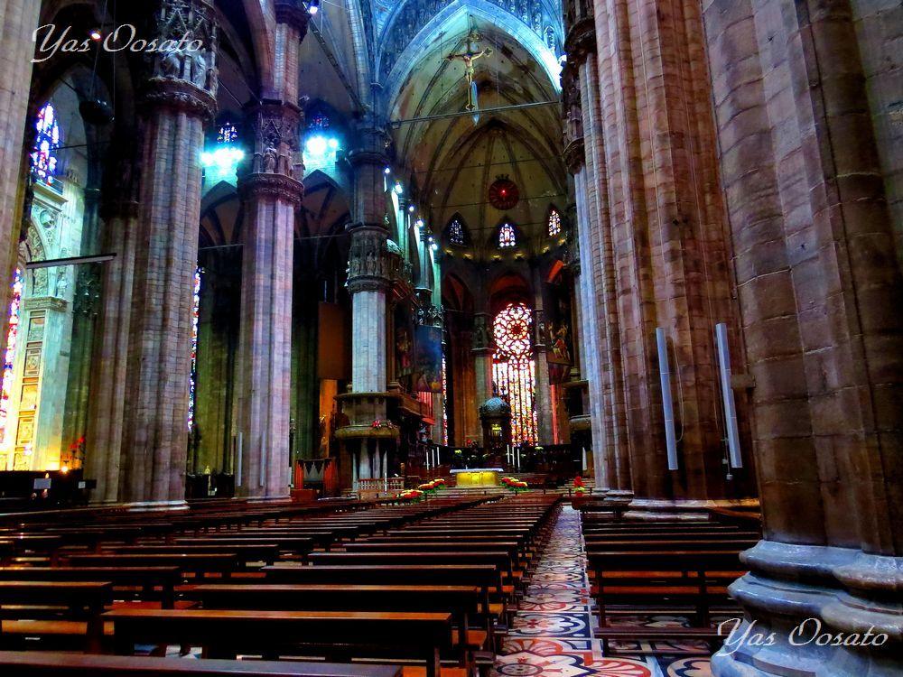 荘厳な大聖堂内部