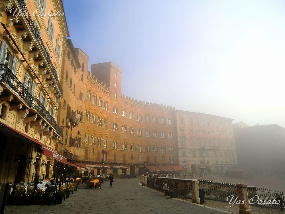 シエナのシンボル「カンポ広場(Piazza del Campo)」