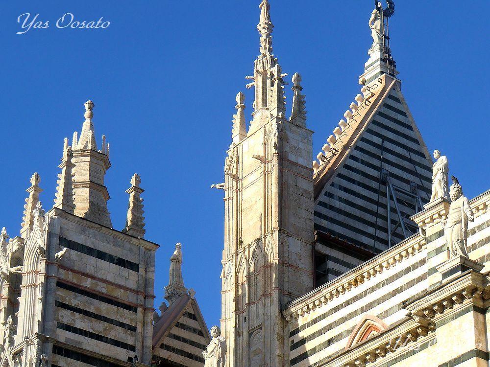 シエナ大聖堂の周囲を歩く