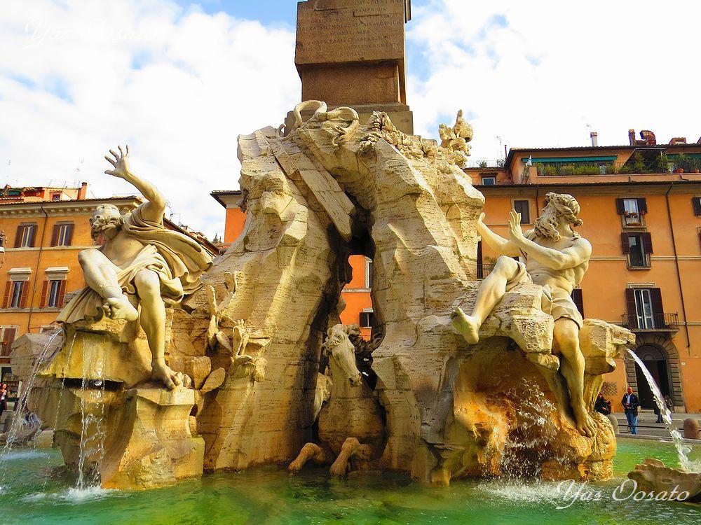 必見の見事な彫刻の噴水