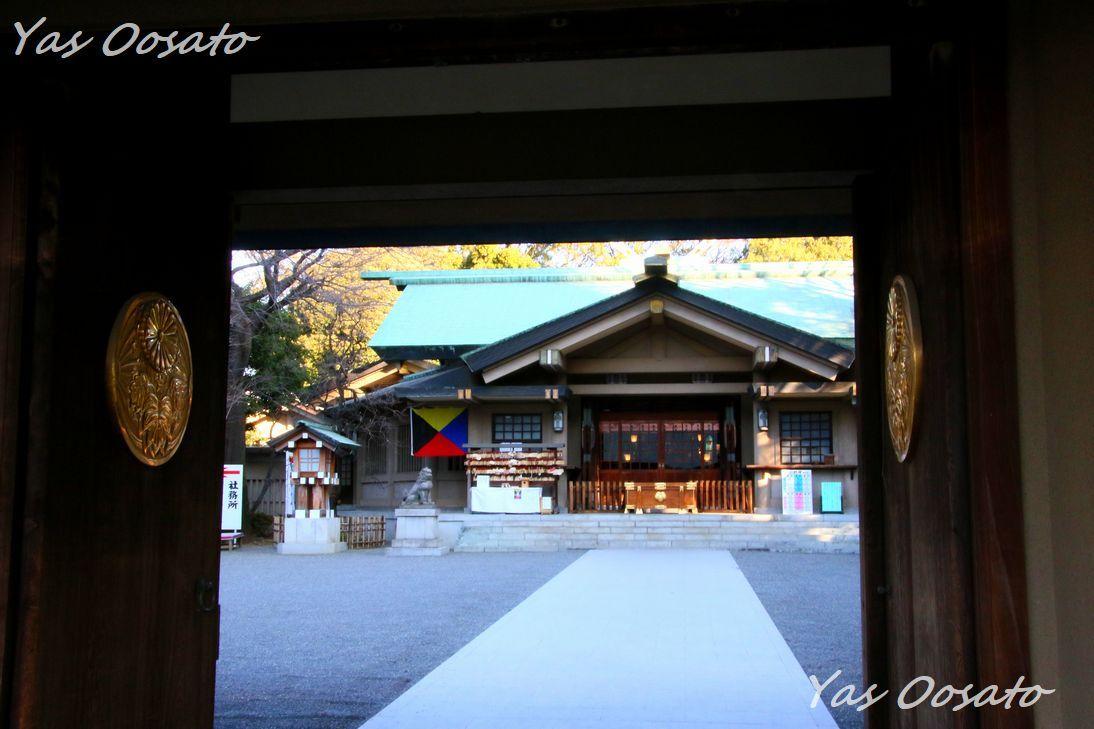 東郷神社神門から社殿へ