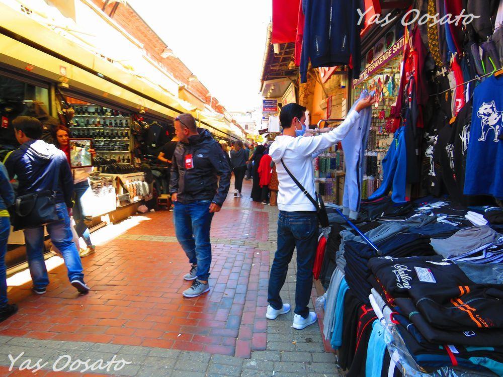 エジプシャン・バザール近くの問屋街で多数の衣類販売!