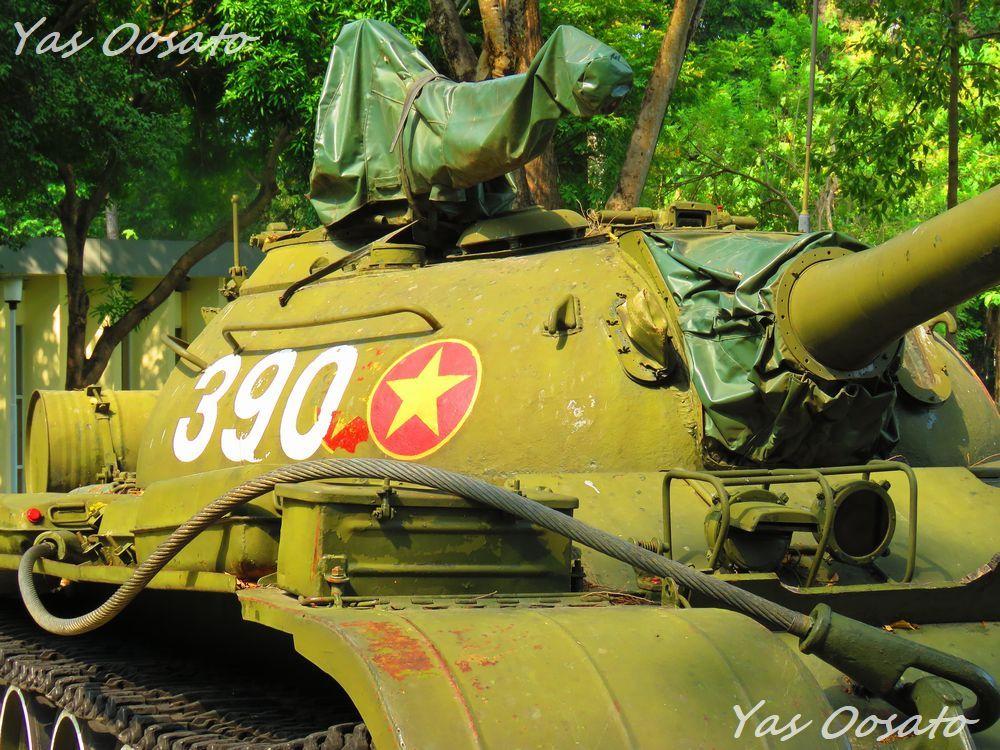 統一会堂の敷地内にある当時の戦車や戦闘機