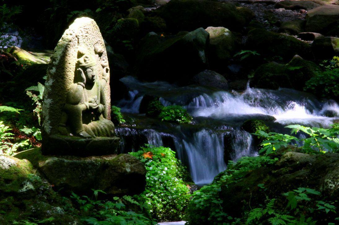 清流と如意輪観音!山形県遊佐町「胴腹滝」で大自然観光