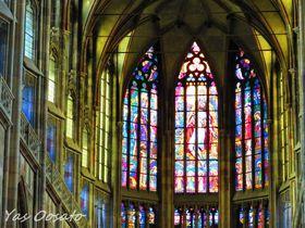プラハ世界遺産・聖ヴィート大聖堂の神々しきステンドグラス