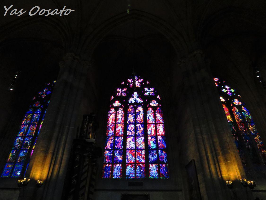 光り輝くステンドグラス
