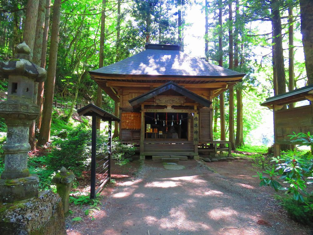 「抱返り渓谷」観光は抱返神社から