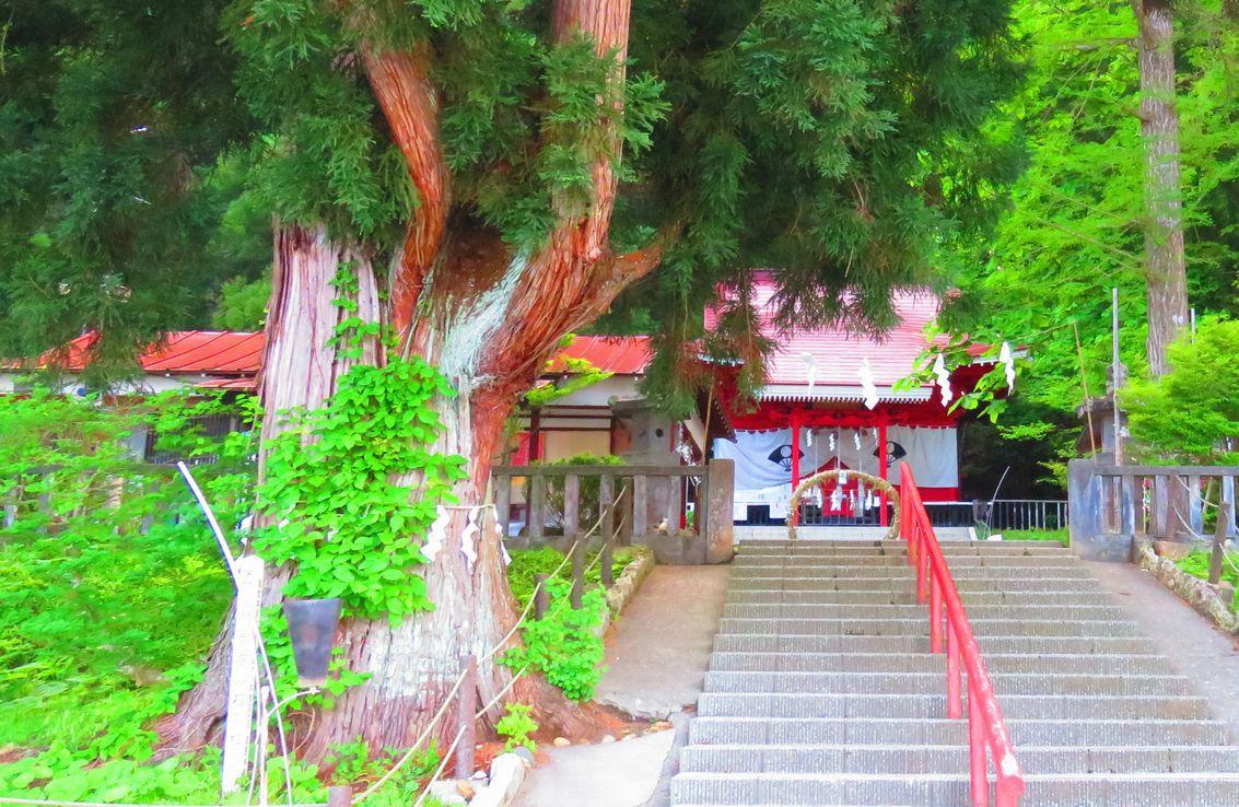 秋田・田沢湖にある美のパワースポット「御座石神社」と周辺観光
