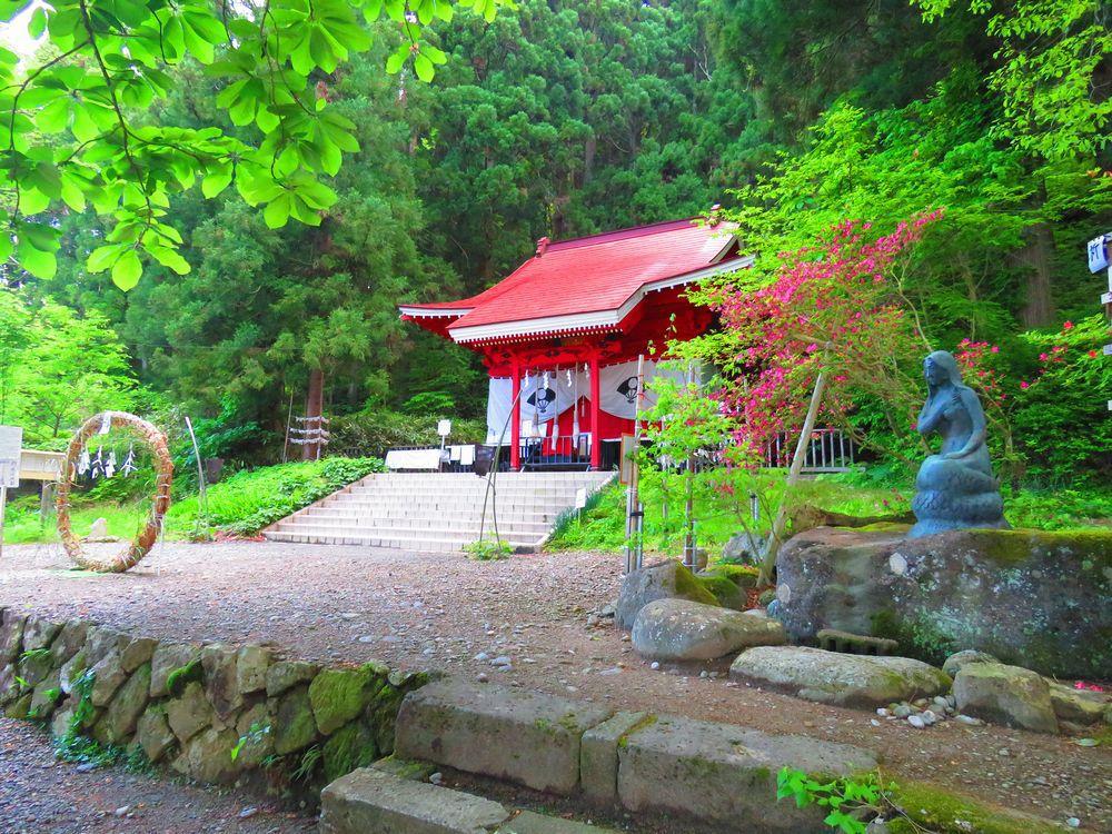 御座石神社の歴史と見どころ