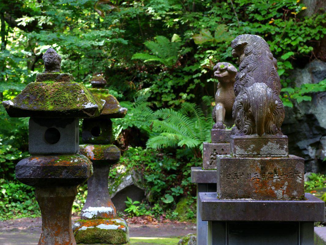 十和田神社と見事な周囲の苔