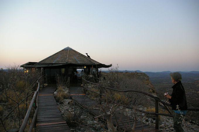 「鷲の巣」という名のレストランは高台の上に