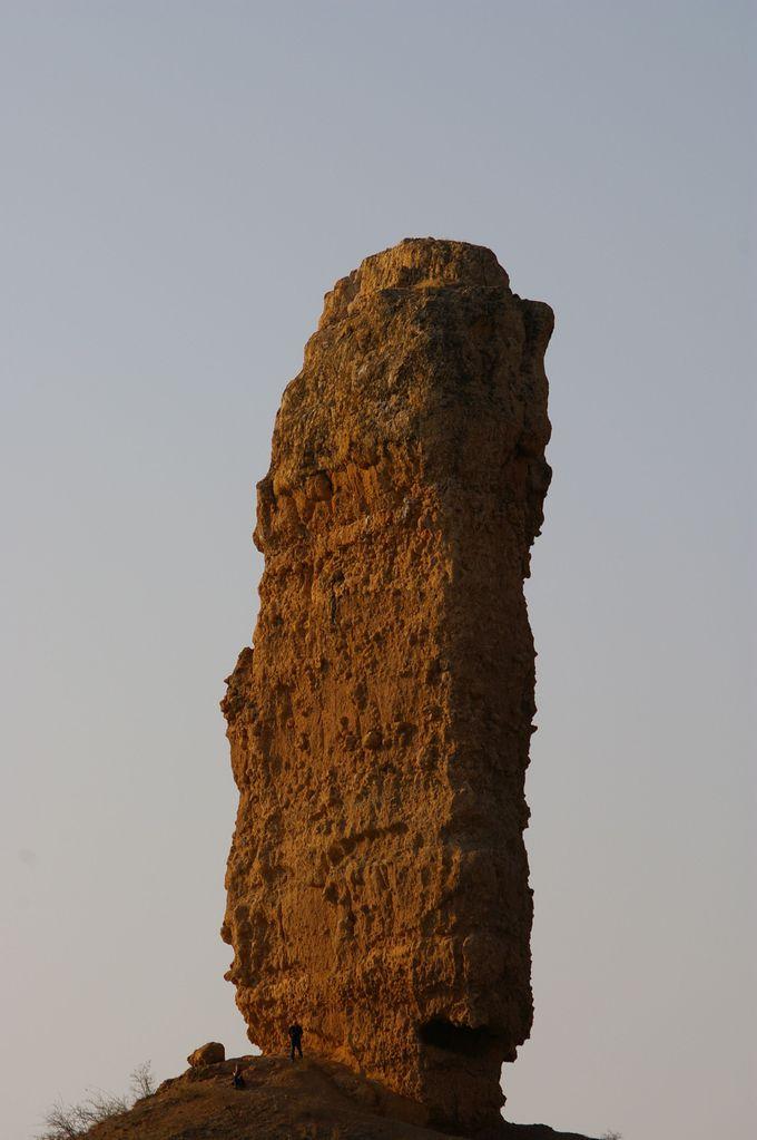 高さ35mの「石の指」