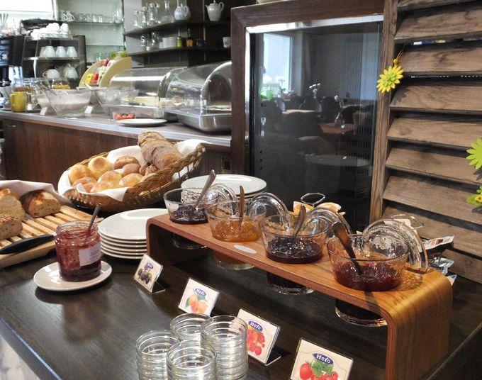 老舗ベーカリーのパンや地元産にこだわった質の良い朝食