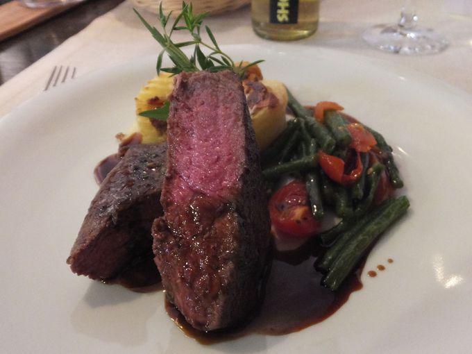 見て美味しい、食べて美味しい料理はフードデザイナーのシェフが