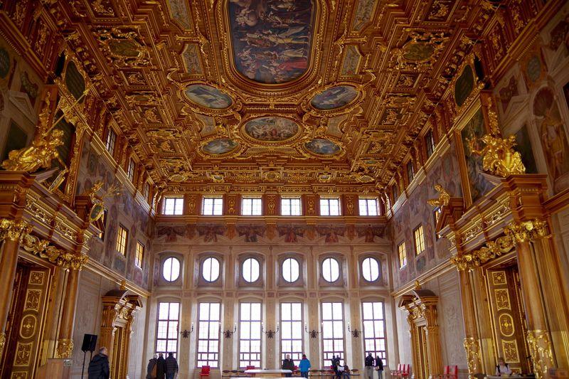 金色に輝く「黄金の広間」はアウクスブルクの市庁舎にあり!市庁舎地下のレストランも人気