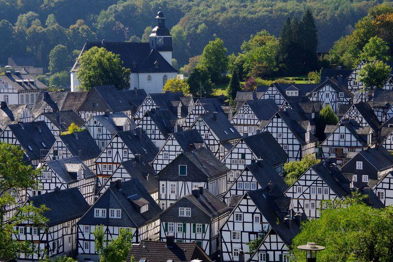 「フロインデンベルク」白と黒の町並みが美しいドイツの町
