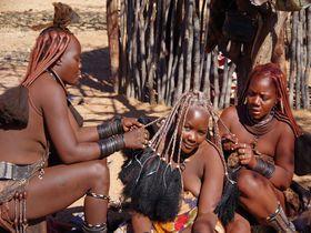 赤土色の肌が美しい!ナミビアに住む「ヒンバ族」の女性には秘密がいっぱい!