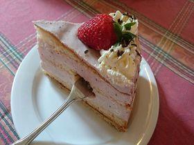 本場で食べたい「ドイツケーキ」フォークが刺さっていても味は格別!